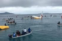 eed96c471a0 Δεν κατάφερε να σταματήσει το αεροπλάνο και βυθίστηκαν σε λιμνοθάλασσα –  video